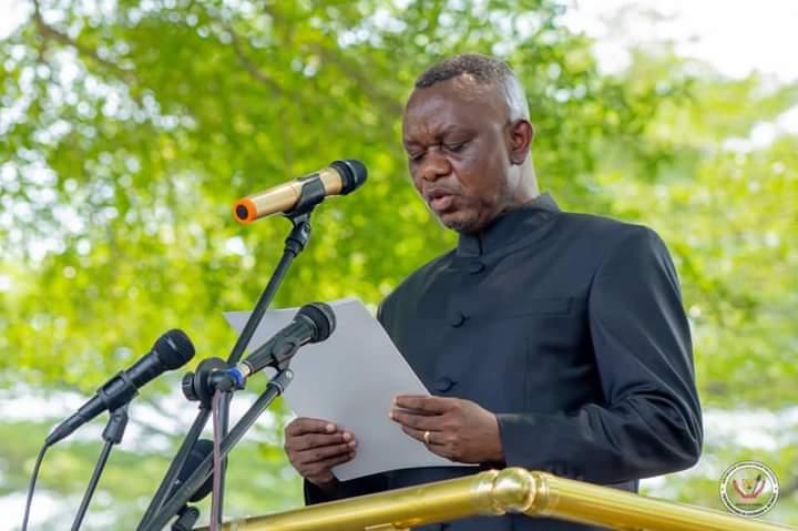 Le VPMIntérieur, DanielASELOofficiellement présentéà lapolicenationale congolaise lors d'unecérémonie deprised'armes !