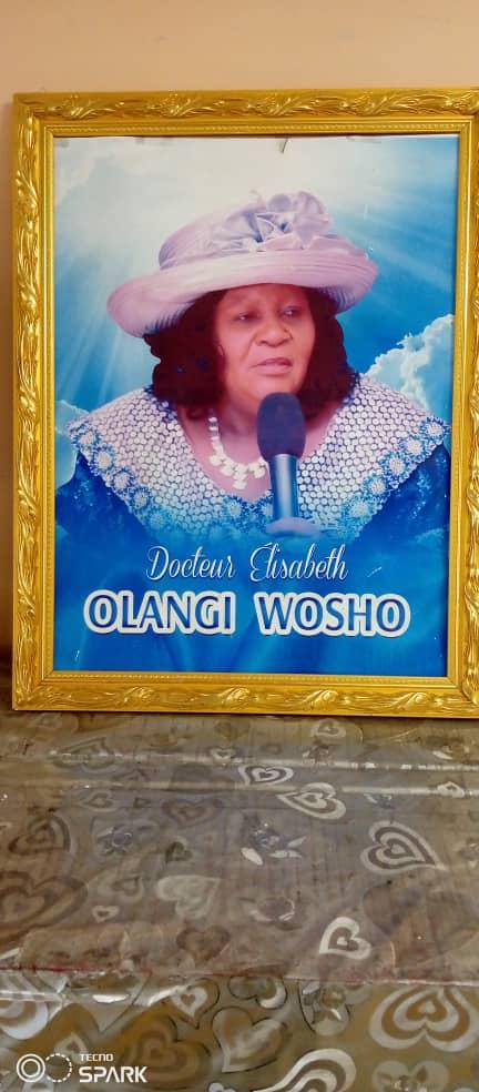 Shirika: Fondation Olangi Wosho mbele ya serkali na kigundi ya watu wenye wame taka kuwa nyanganya fazi ya mahombi pâle Limete
